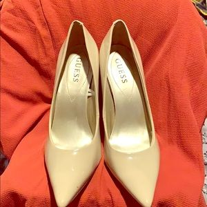 Nude size 8M GUESS pumps
